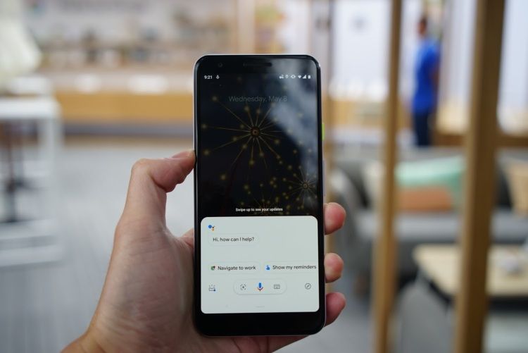 Google Assistant feature shown on a Google Pixel 3a smartphone. Image Credit: Chen Du/PingWest