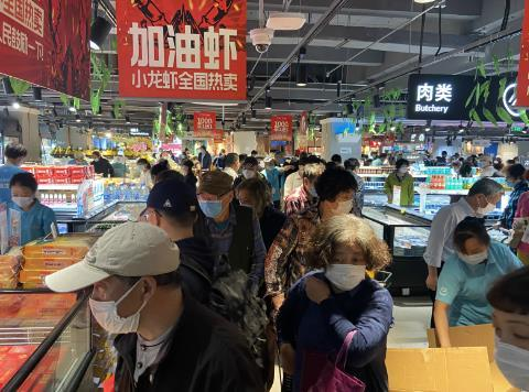 Many Fresh Hema stores saw their goods sold out by 10am on May 5.