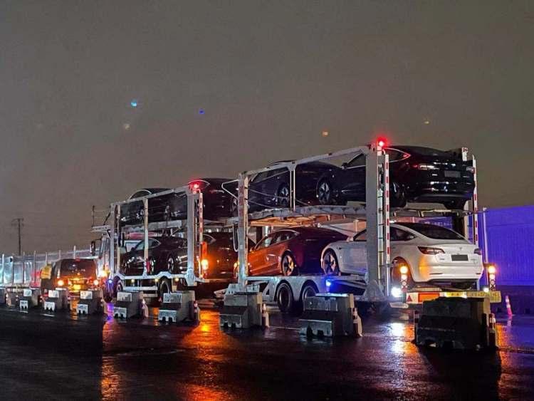 Trucks loading Model 3s leaving Tesla's Shanghai Gigafactory 3.