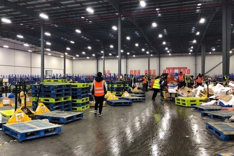 A photo of Chengxin Youxuan's warehouse. Image credit: Orange Wang / South China Morning Post